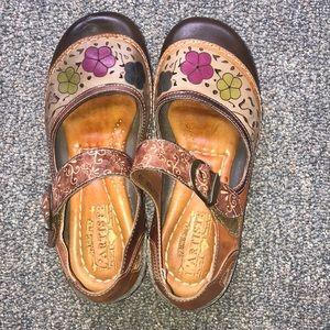 L'artiste dexter 39 spring step clogs floral tan